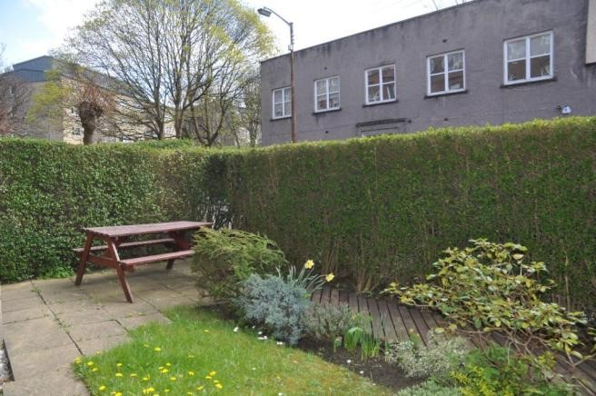 Property to rent in north kelvinside g20 fergus drive for Chantry flats cabins rental