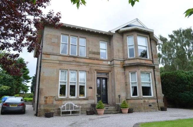 Property to rent in busby g76 east kilbride road for Beds east kilbride